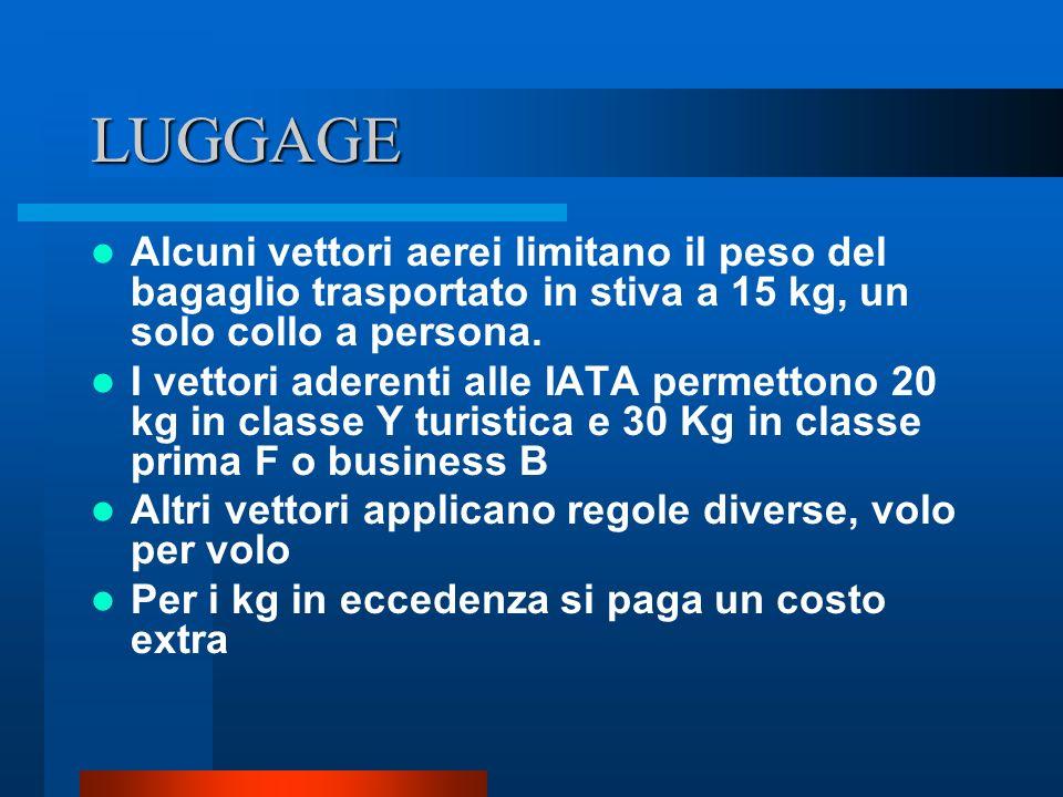LUGGAGE Alcuni vettori aerei limitano il peso del bagaglio trasportato in stiva a 15 kg, un solo collo a persona.