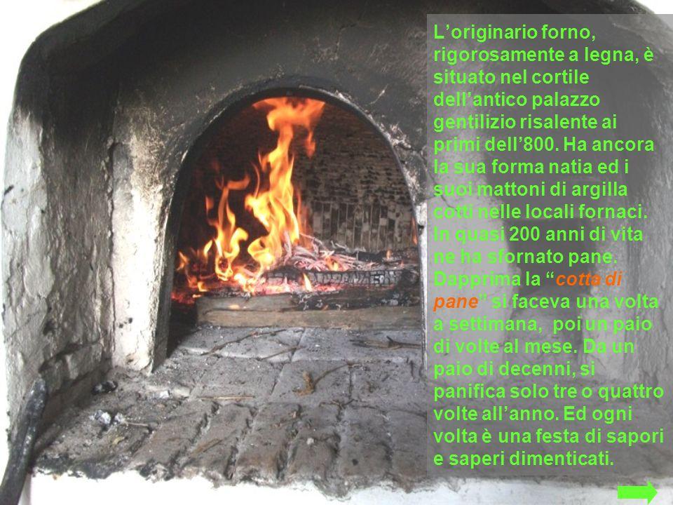 L'originario forno, rigorosamente a legna, è situato nel cortile dell'antico palazzo gentilizio risalente ai primi dell'800.