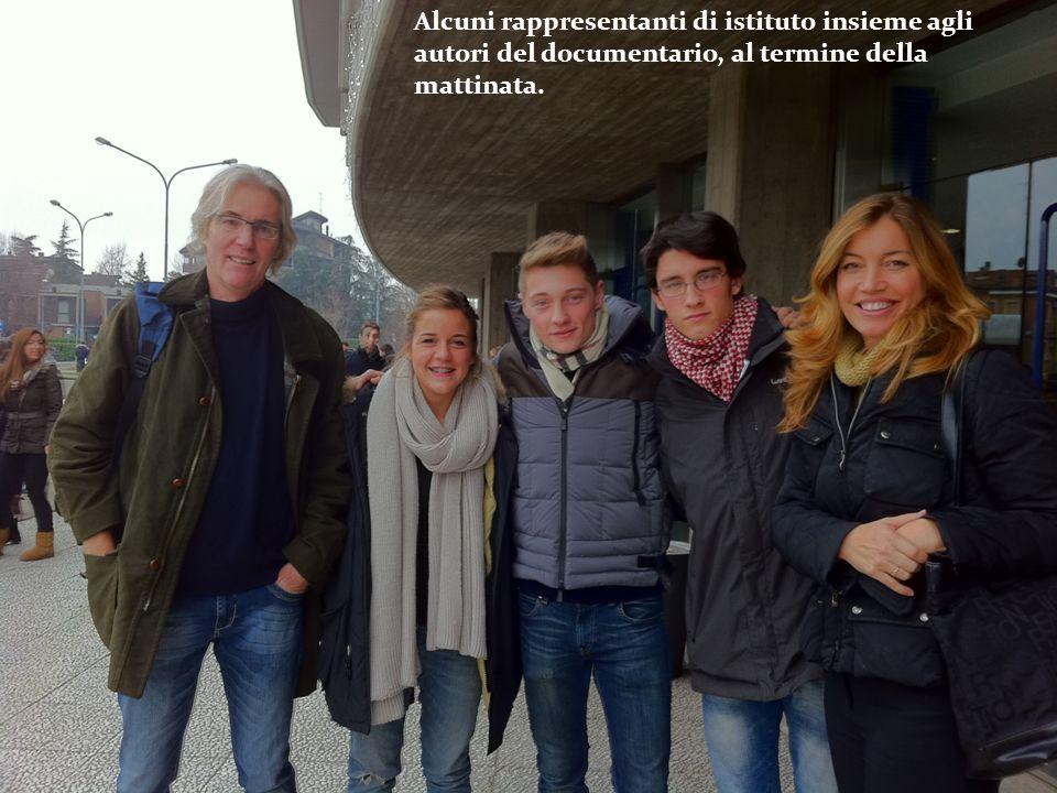 Alcuni rappresentanti di istituto insieme agli autori del documentario, al termine della mattinata.