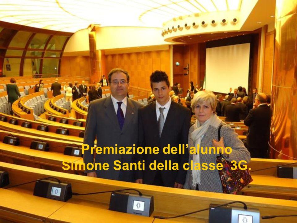 Premiazione dell'alunno Simone Santi della classe 3G.
