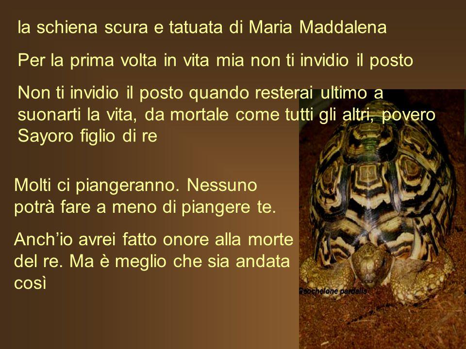 la schiena scura e tatuata di Maria Maddalena