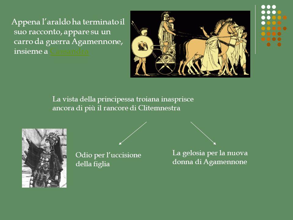 Appena l'araldo ha terminato il suo racconto, appare su un carro da guerra Agamennone, insieme a Cassandra
