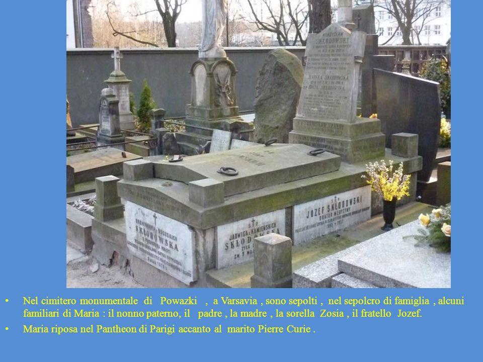 Nel cimitero monumentale di Powazki , a Varsavia , sono sepolti , nel sepolcro di famiglia , alcuni familiari di Maria : il nonno paterno, il padre , la madre , la sorella Zosia , il fratello Jozef.