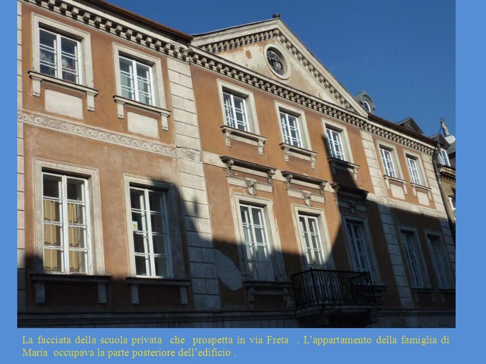 La facciata della scuola privata che prospetta in via Freta