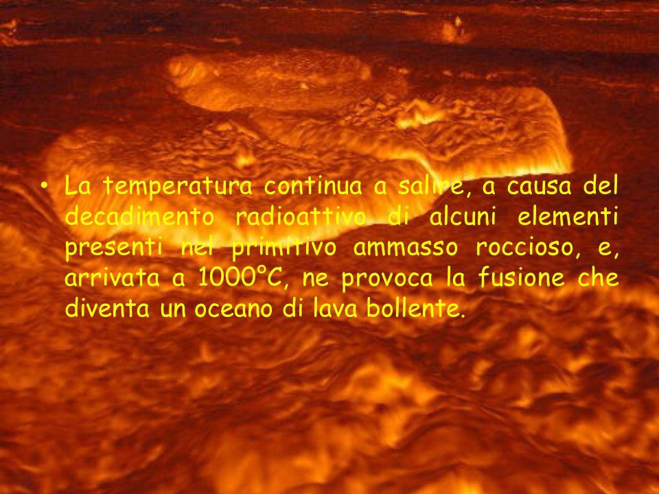 La temperatura continua a salire, a causa del decadimento radioattivo di alcuni elementi presenti nel primitivo ammasso roccioso, e, arrivata a 1000°C, ne provoca la fusione che diventa un oceano di lava bollente.