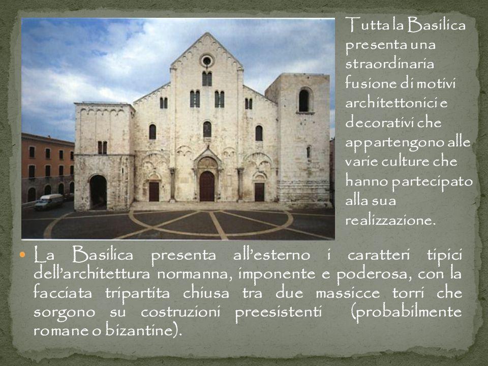 Tutta la Basilica presenta una straordinaria fusione di motivi architettonici e decorativi che appartengono alle varie culture che hanno partecipato alla sua realizzazione.