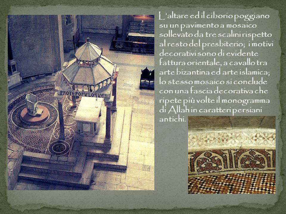 L'altare ed il ciborio poggiano su un pavimento a mosaico sollevato da tre scalini rispetto al resto del presbiterio; i motivi decorativi sono di evidente fattura orientale, a cavallo tra arte bizantina ed arte islamica; lo stesso mosaico si conclude con una fascia decorativa che ripete più volte il monogramma di Allah in caratteri persiani antichi.