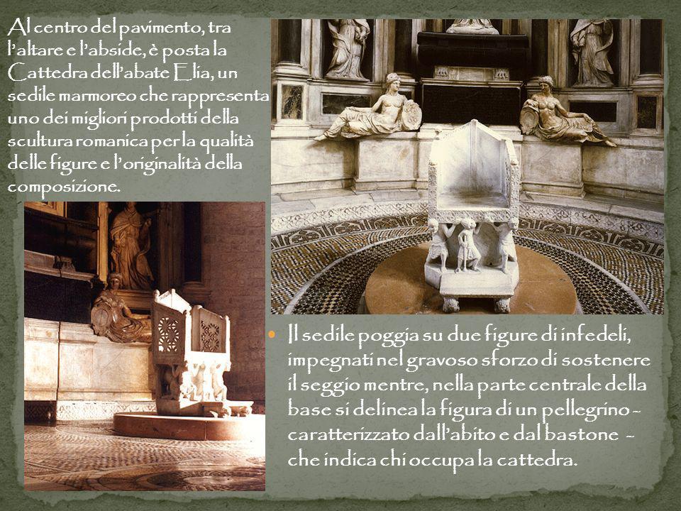Al centro del pavimento, tra l'altare e l'abside, è posta la Cattedra dell'abate Elia, un sedile marmoreo che rappresenta uno dei migliori prodotti della scultura romanica per la qualità delle figure e l'originalità della composizione.