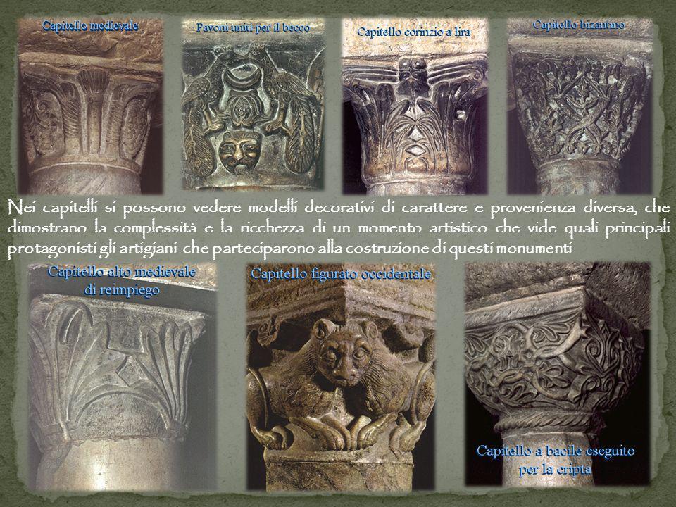 Nei capitelli si possono vedere modelli decorativi di carattere e provenienza diversa, che dimostrano la complessità e la ricchezza di un momento artistico che vide quali principali protagonisti gli artigiani che parteciparono alla costruzione di questi monumenti