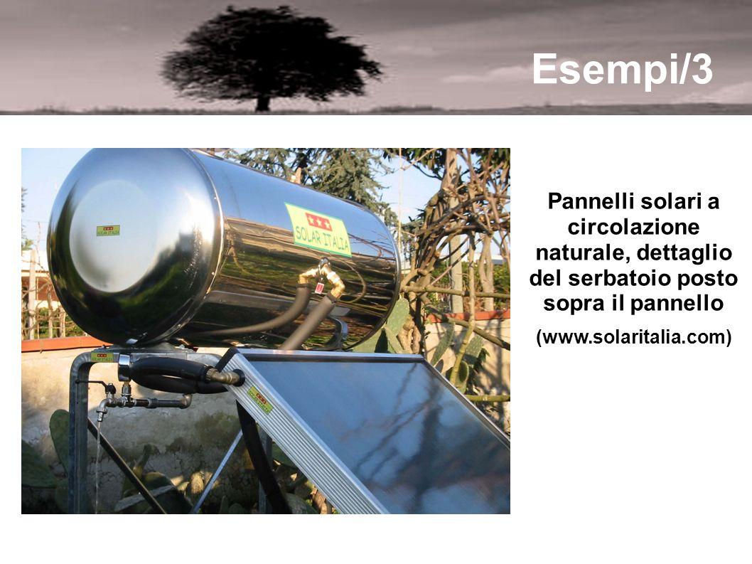 Esempi/3 Pannelli solari a circolazione naturale, dettaglio del serbatoio posto sopra il pannello.