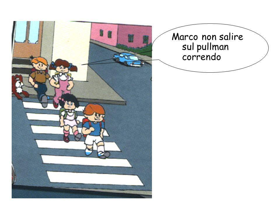 Marco non salire sul pullman correndo