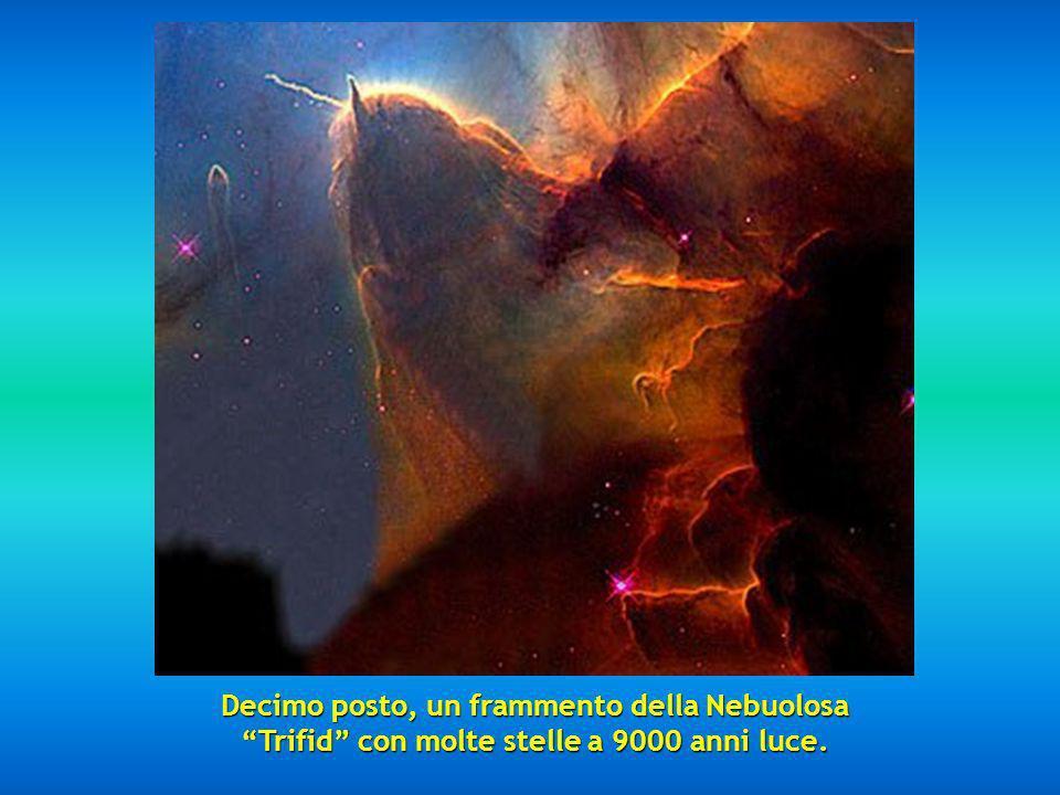 Decimo posto, un frammento della Nebuolosa Trifid con molte stelle a 9000 anni luce.