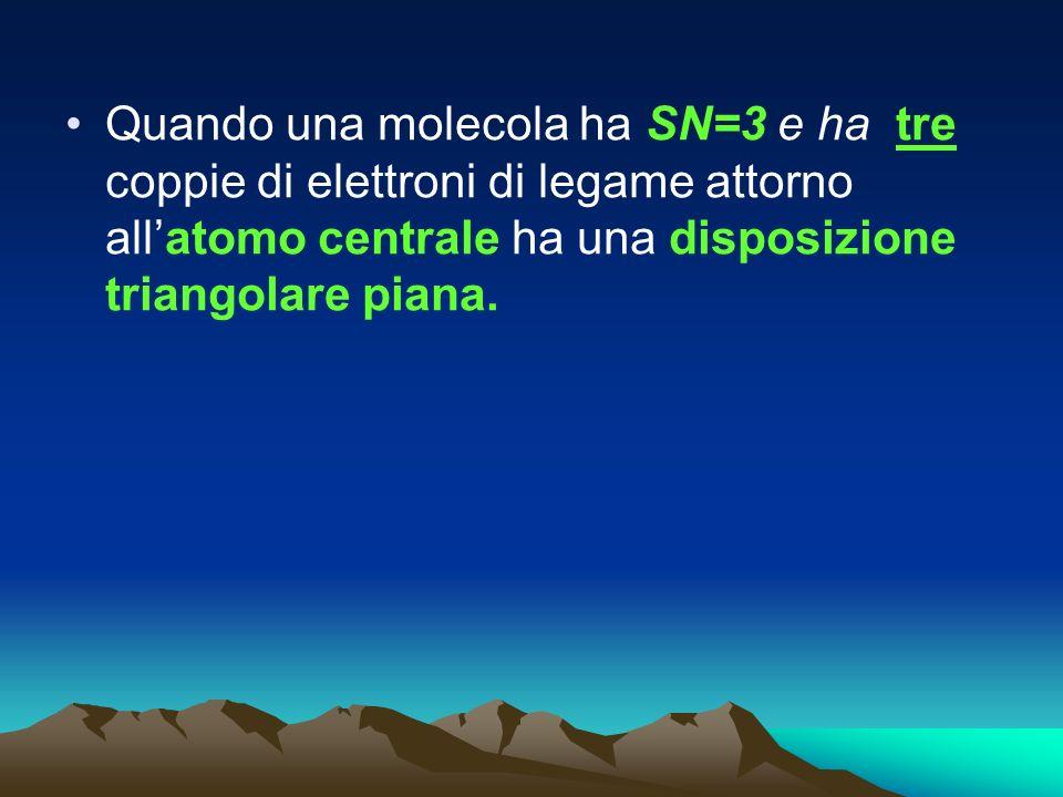 Quando una molecola ha SN=3 e ha tre coppie di elettroni di legame attorno all'atomo centrale ha una disposizione triangolare piana.