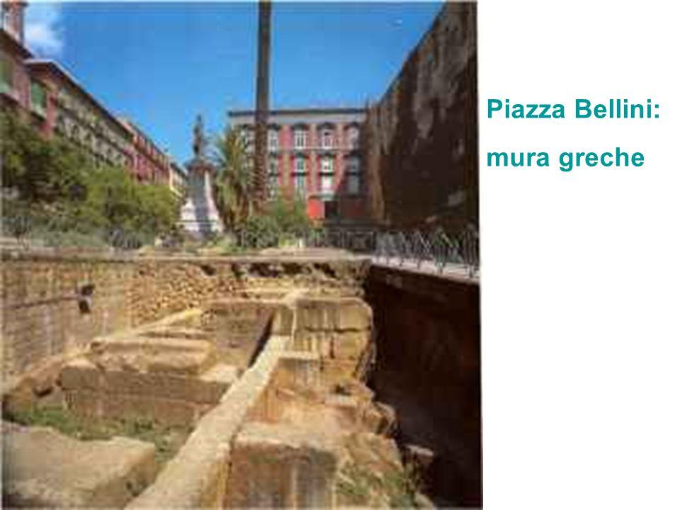 Piazza Bellini: mura greche
