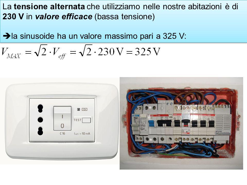 La tensione alternata che utilizziamo nelle nostre abitazioni è di 230 V in valore efficace (bassa tensione)
