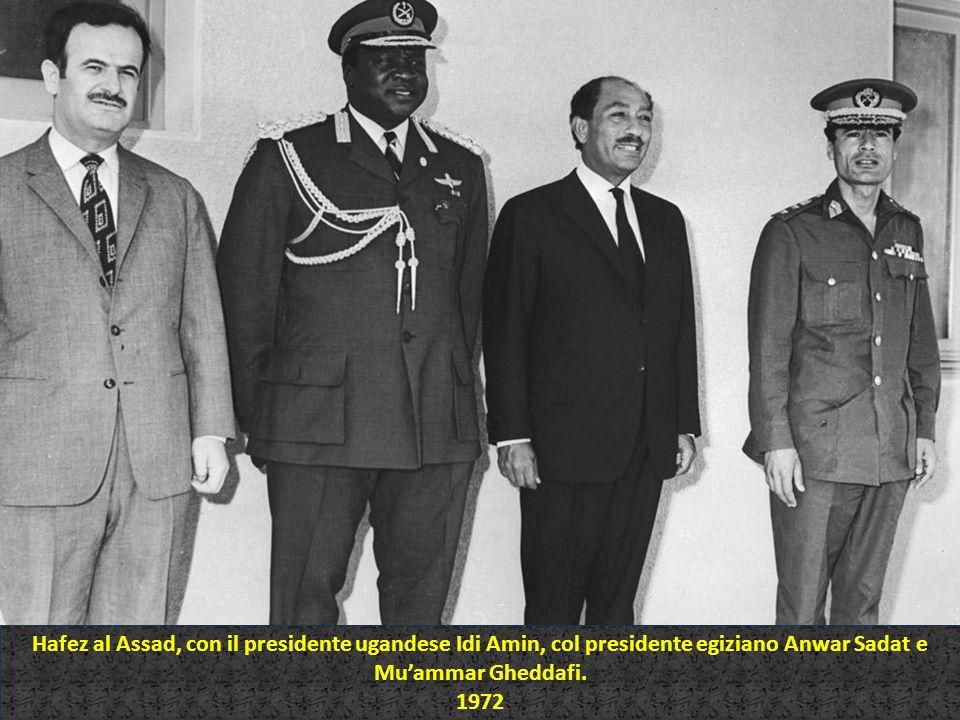 Hafez al Assad, con il presidente ugandese Idi Amin, col presidente egiziano Anwar Sadat e Mu'ammar Gheddafi.