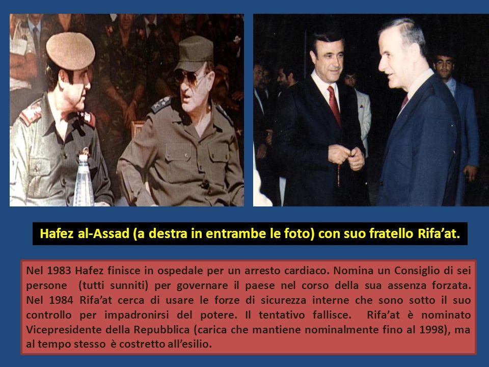 Hafez al-Assad (a destra in entrambe le foto) con suo fratello Rifa'at.