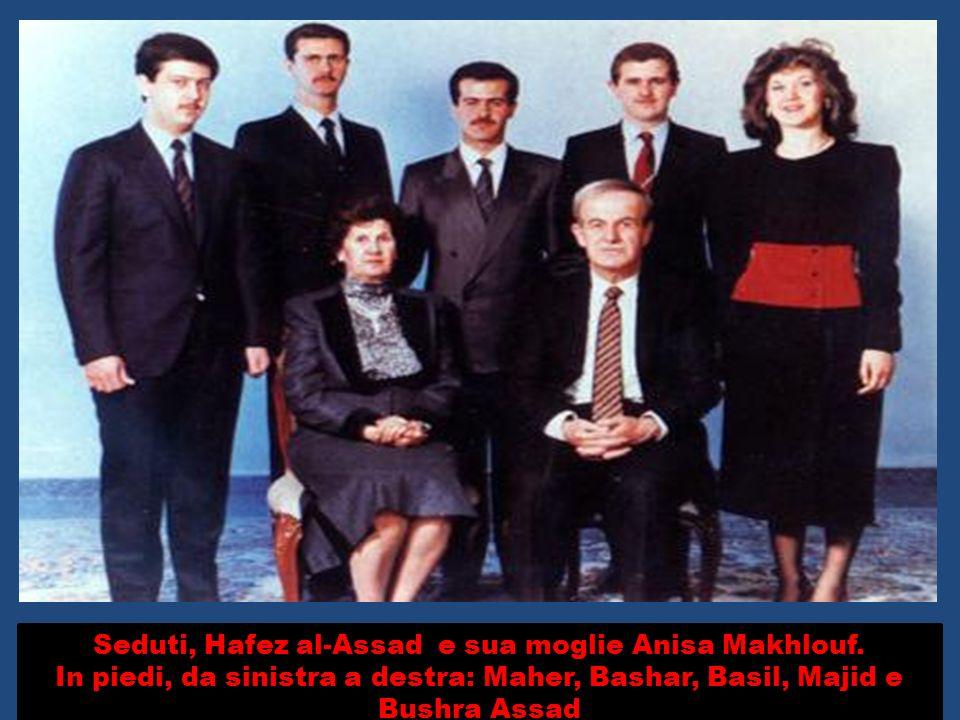 Seduti, Hafez al-Assad e sua moglie Anisa Makhlouf.