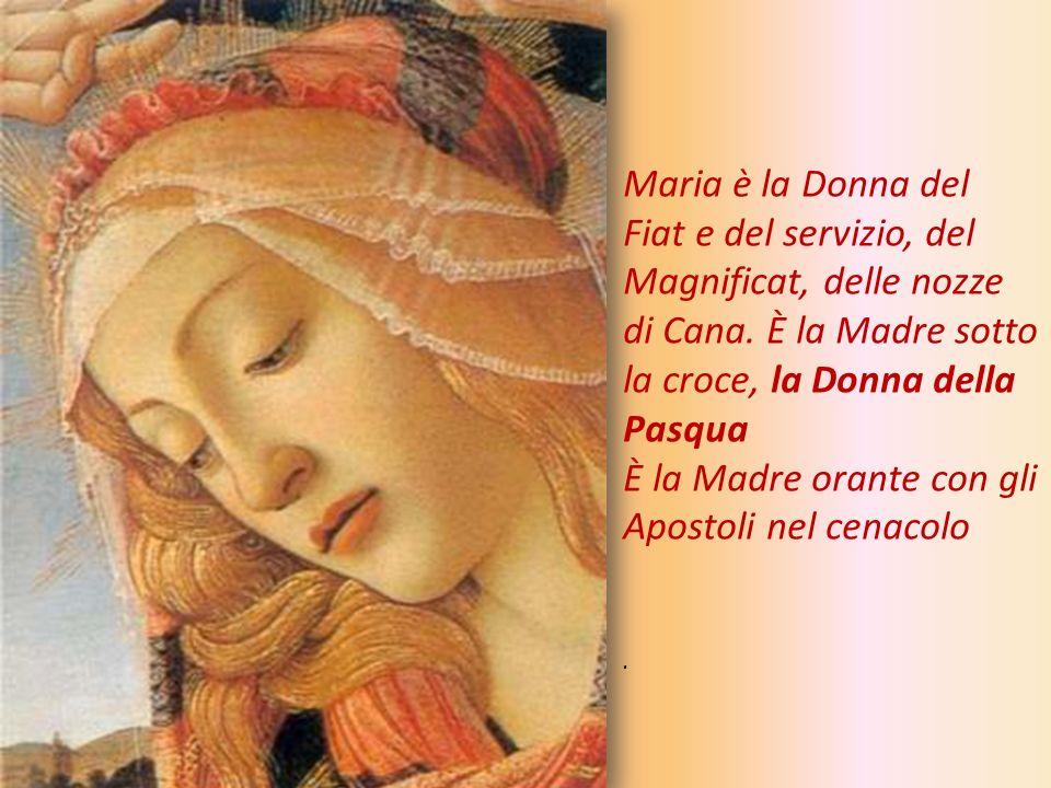 È la Madre orante con gli Apostoli nel cenacolo