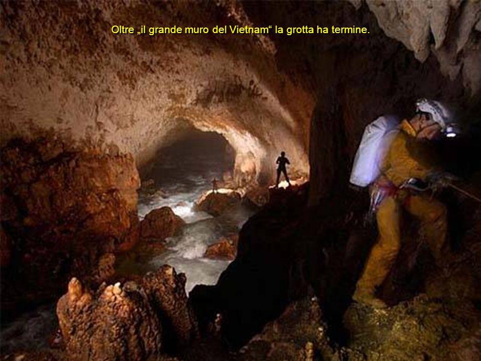 """Oltre """"il grande muro del Vietnam la grotta ha termine."""