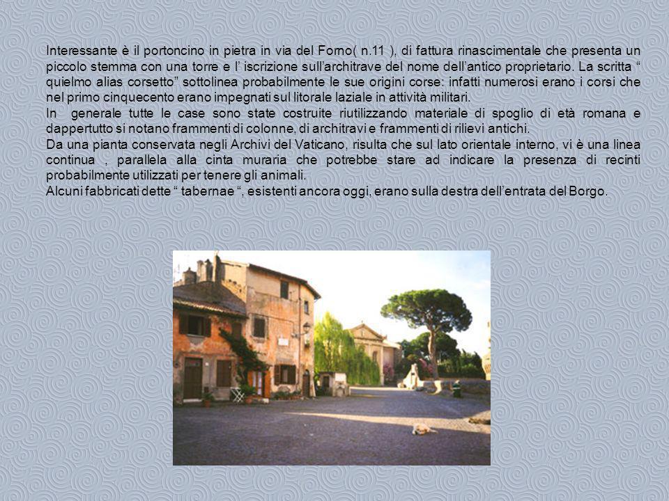 Interessante è il portoncino in pietra in via del Forno( n