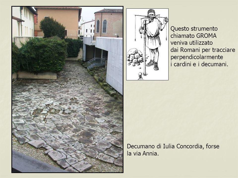 Questo strumento chiamato GROMA. veniva utilizzato. dai Romani per tracciare. perpendicolarmente.