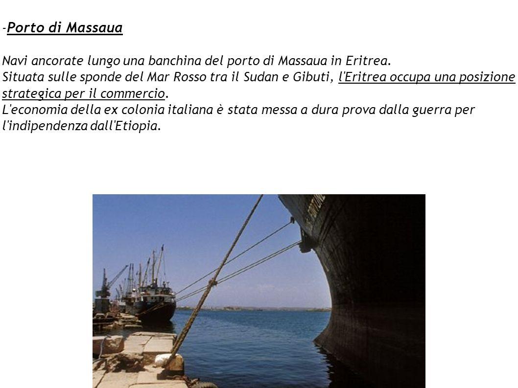 -Porto di Massaua Navi ancorate lungo una banchina del porto di Massaua in Eritrea.