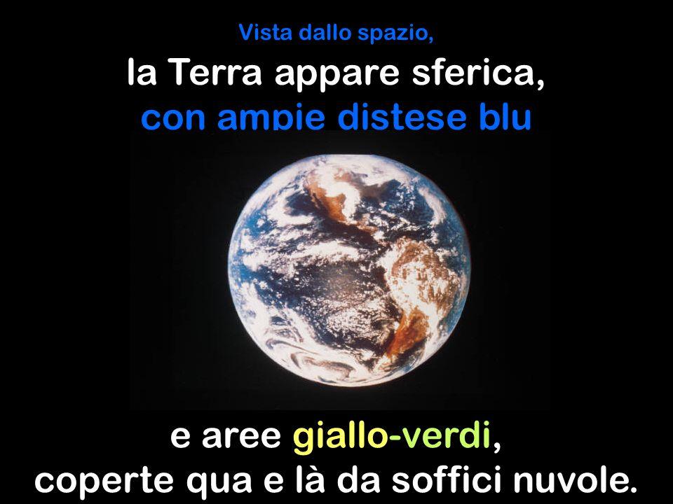 la Terra appare sferica, con ampie distese blu