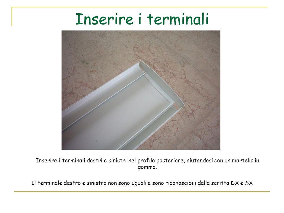 Inserire i terminali Inserire i terminali destri e sinistri nel profilo posteriore, aiutandosi con un martello in gomma.