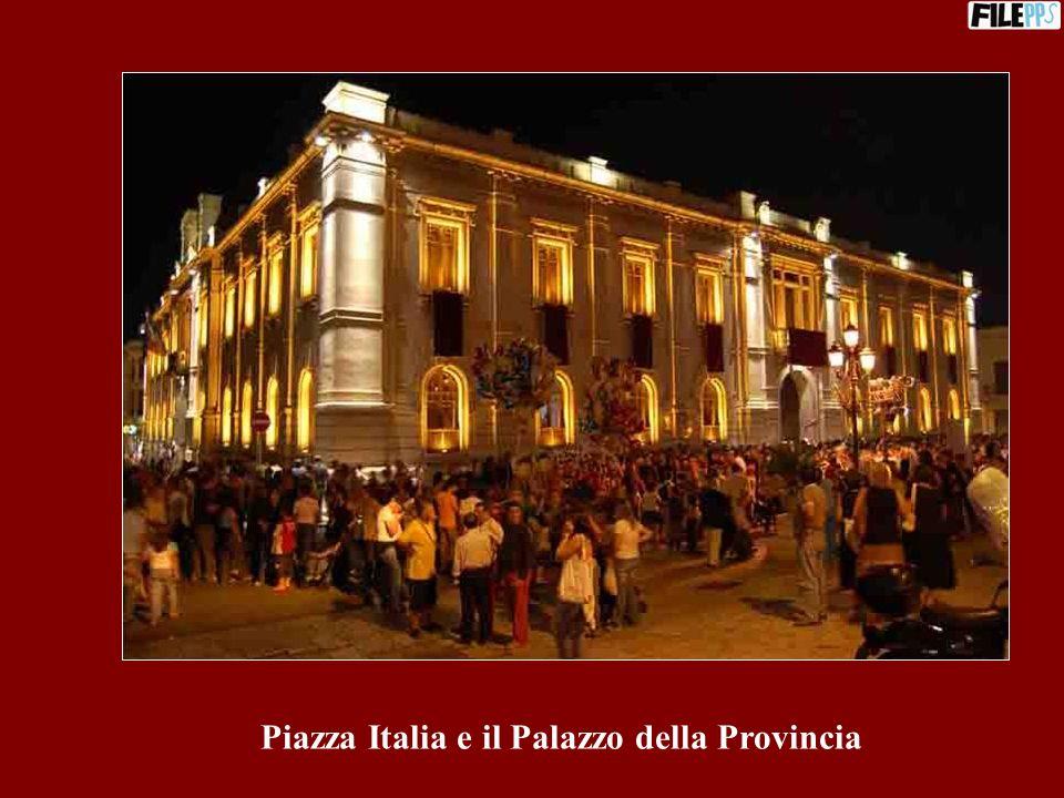 Piazza Italia e il Palazzo della Provincia