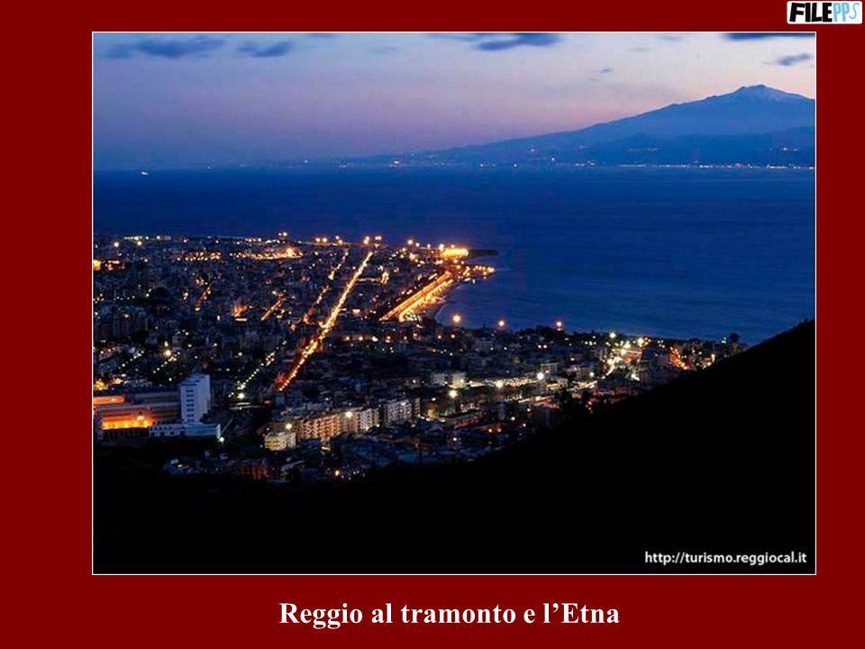 Reggio al tramonto e l'Etna