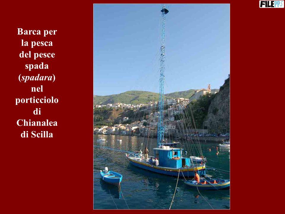 Barca per la pesca del pesce spada (spadara) nel porticciolo di Chianalea di Scilla