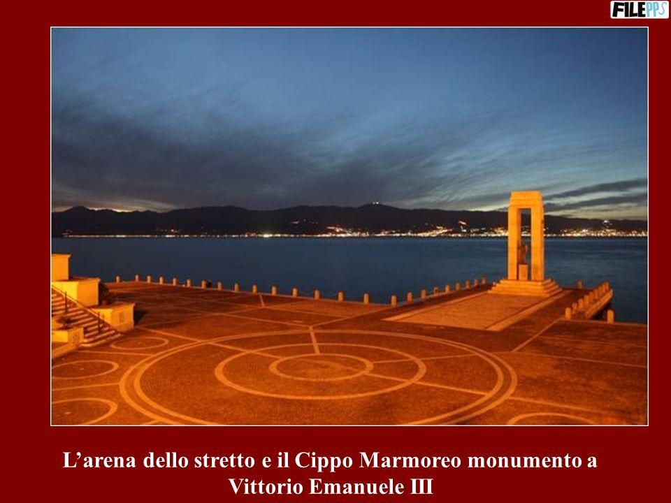 L'arena dello stretto e il Cippo Marmoreo monumento a Vittorio Emanuele III