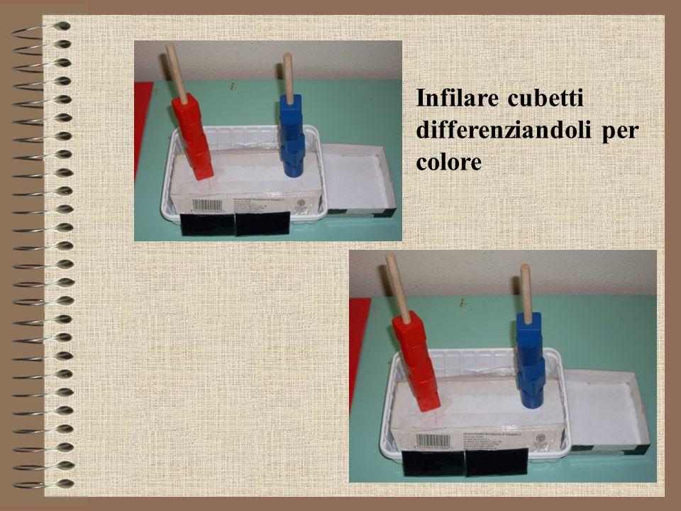 Infilare cubetti differenziandoli per colore