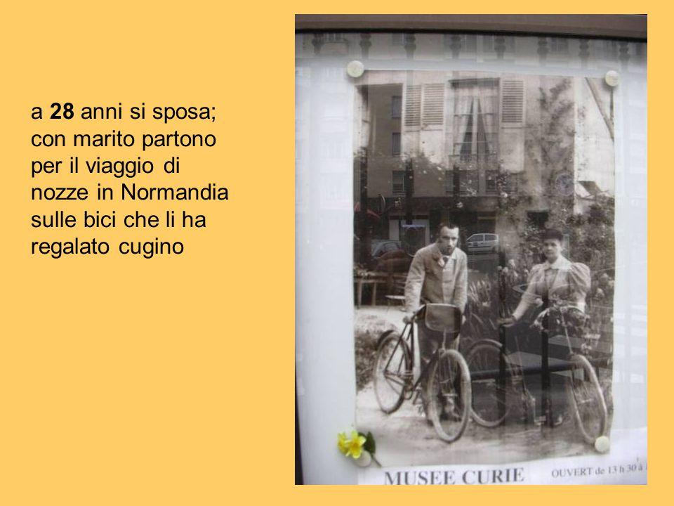 a 28 anni si sposa;con marito partono per il viaggio di nozze in Normandia sulle bici che li ha regalato cugino.