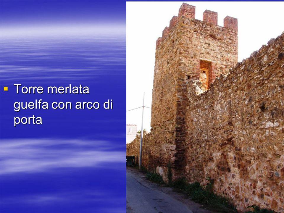 Torre merlata guelfa con arco di porta