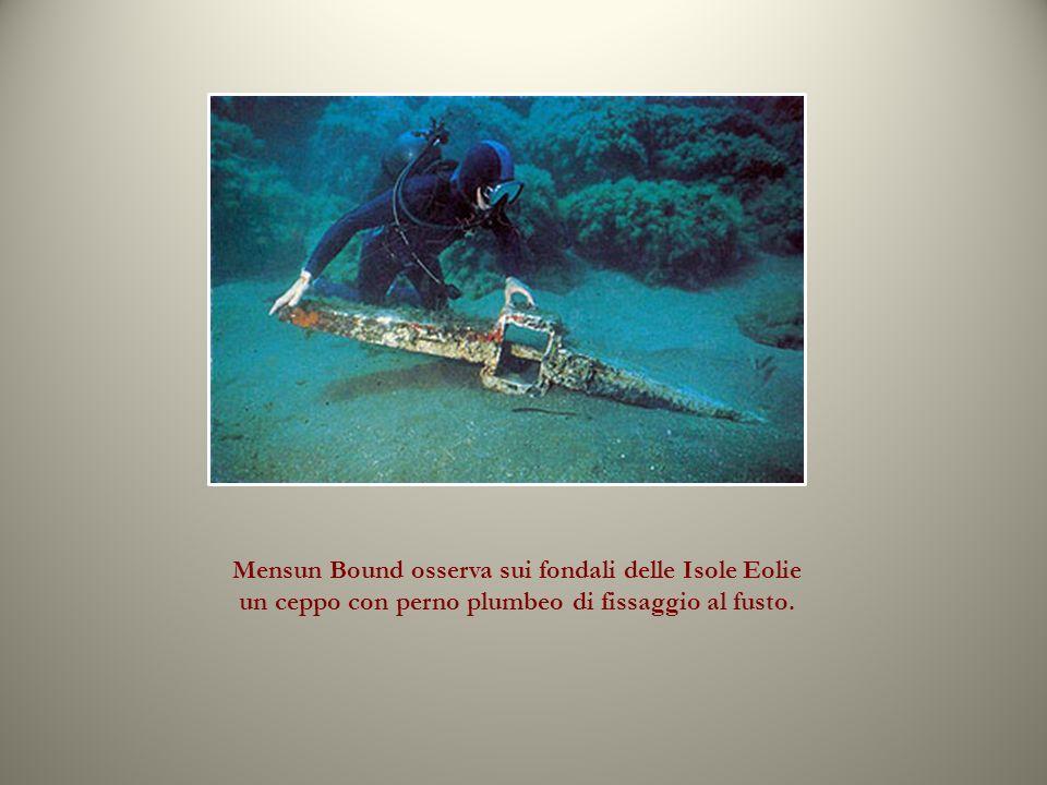Mensun Bound osserva sui fondali delle Isole Eolie un ceppo con perno plumbeo di fissaggio al fusto.
