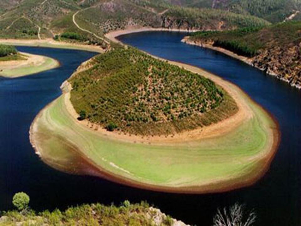 Lungo il suo corso, il Danubio forma numerosi meandri