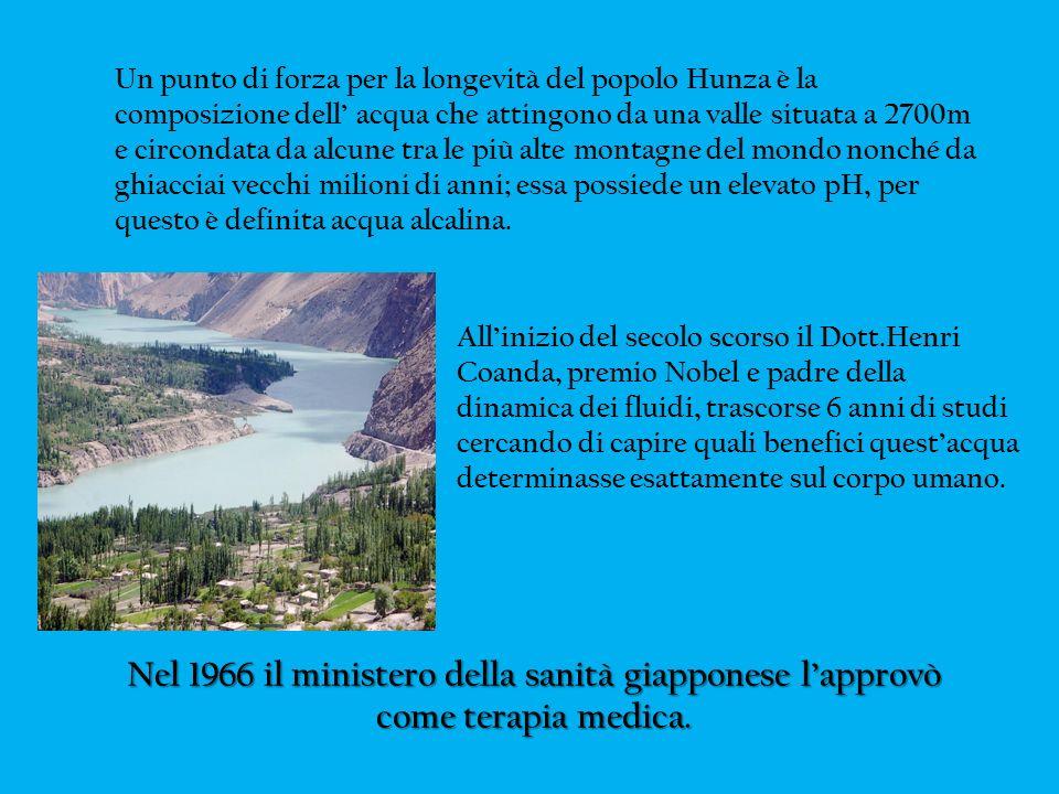 Un punto di forza per la longevità del popolo Hunza è la composizione dell' acqua che attingono da una valle situata a 2700m e circondata da alcune tra le più alte montagne del mondo nonché da ghiacciai vecchi milioni di anni; essa possiede un elevato pH, per questo è definita acqua alcalina.