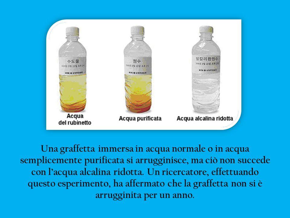 Una graffetta immersa in acqua normale o in acqua semplicemente purificata si arrugginisce, ma ciò non succede con l'acqua alcalina ridotta.