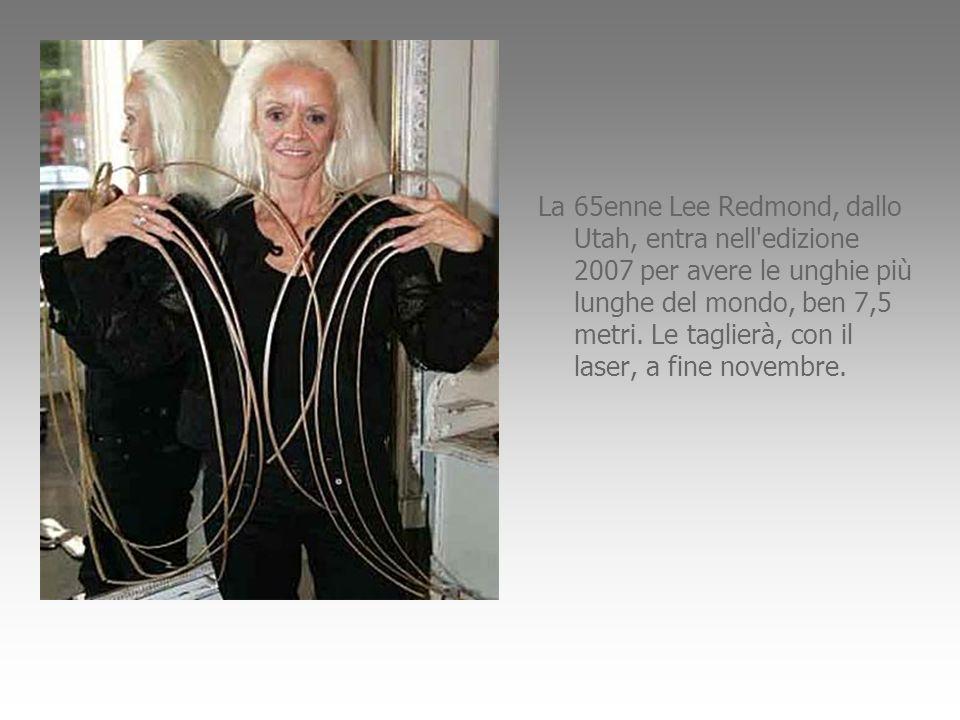 La 65enne Lee Redmond, dallo Utah, entra nell edizione 2007 per avere le unghie più lunghe del mondo, ben 7,5 metri.