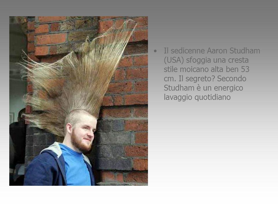 Il sedicenne Aaron Studham (USA) sfoggia una cresta stile moicano alta ben 53 cm.