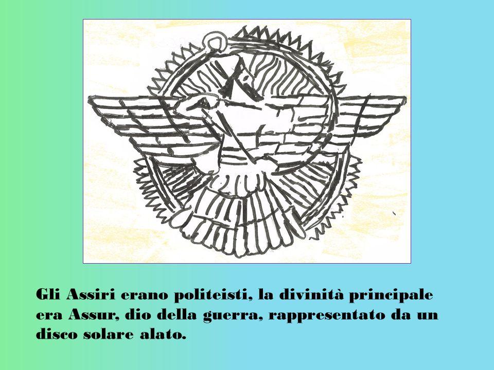 Gli Assiri erano politeisti, la divinità principale era Assur, dio della guerra, rappresentato da un disco solare alato.