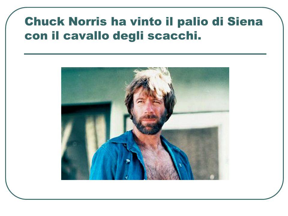 Chuck Norris ha vinto il palio di Siena con il cavallo degli scacchi.