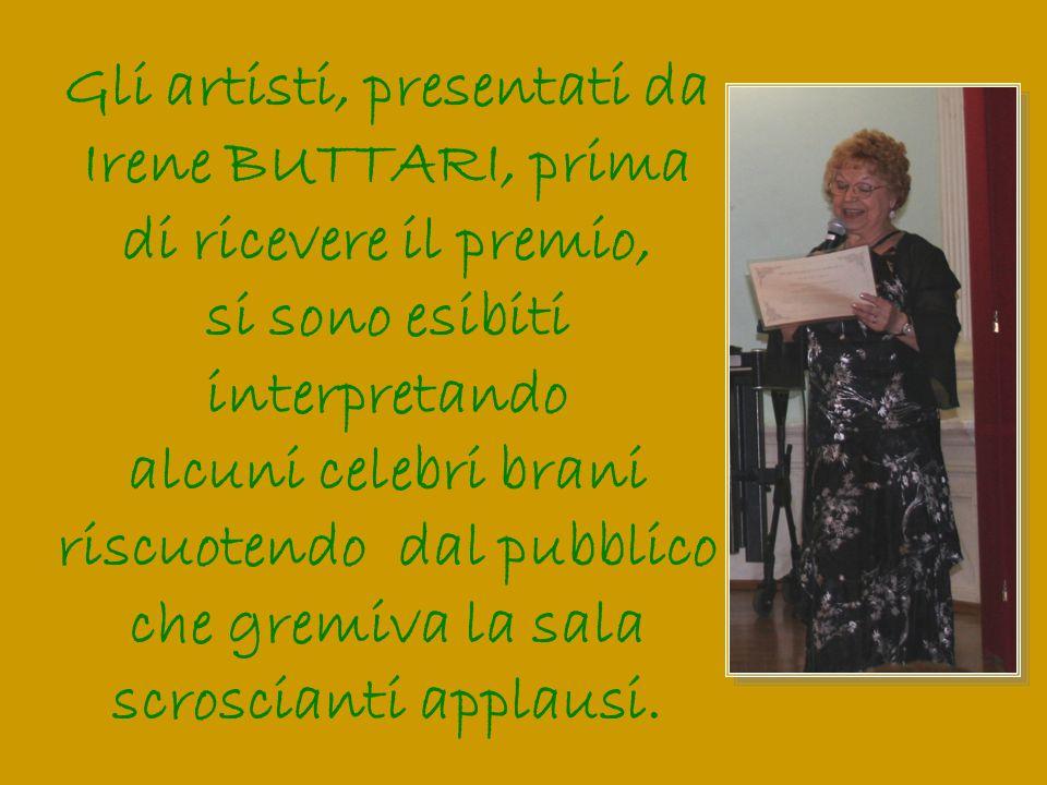 Gli artisti, presentati da Irene BUTTARI, prima di ricevere il premio,