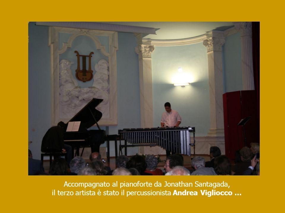 Accompagnato al pianoforte da Jonathan Santagada,