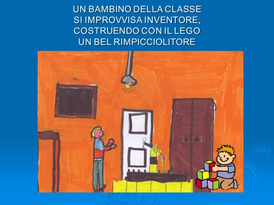 UN BAMBINO DELLA CLASSE SI IMPROVVISA INVENTORE, COSTRUENDO CON IL LEGO UN BEL RIMPICCIOLITORE