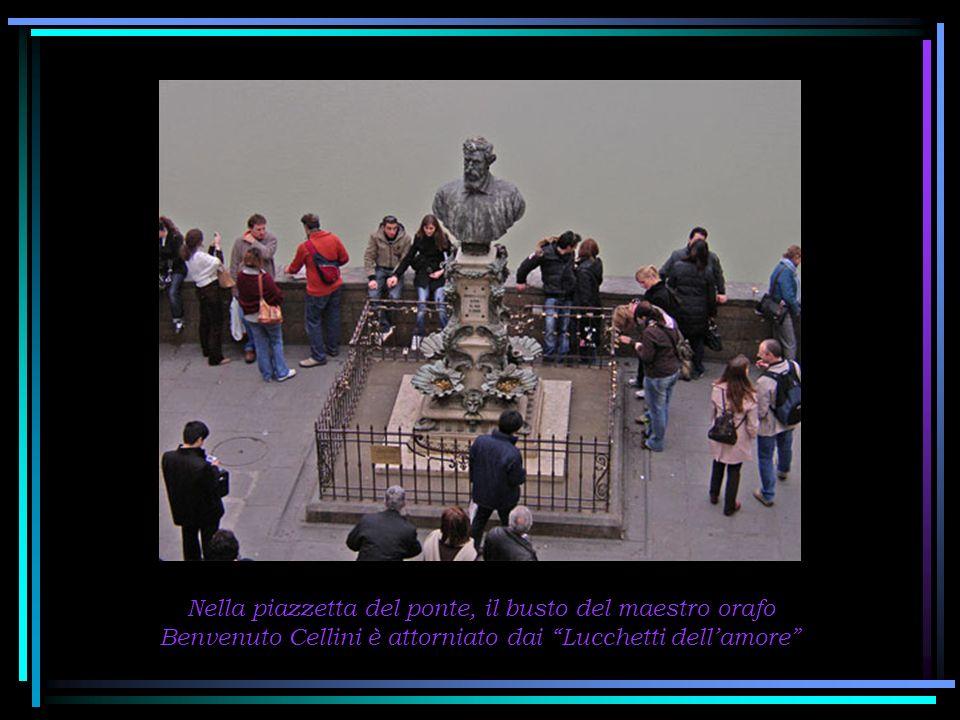 Nella piazzetta del ponte, il busto del maestro orafo