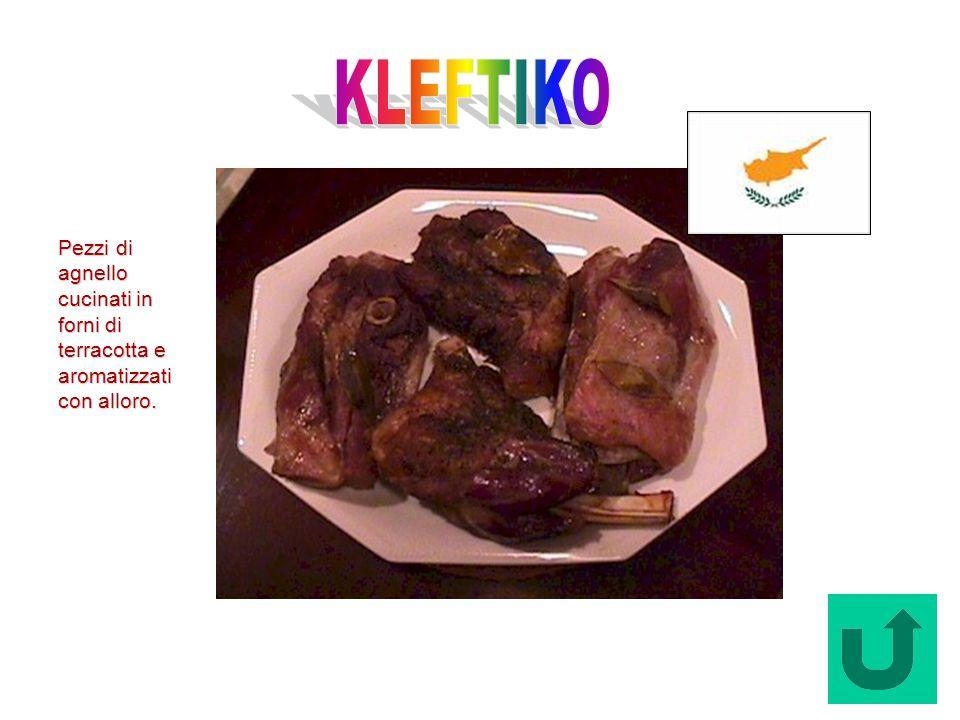 KLEFTIKO Pezzi di agnello cucinati in forni di terracotta e aromatizzati con alloro.