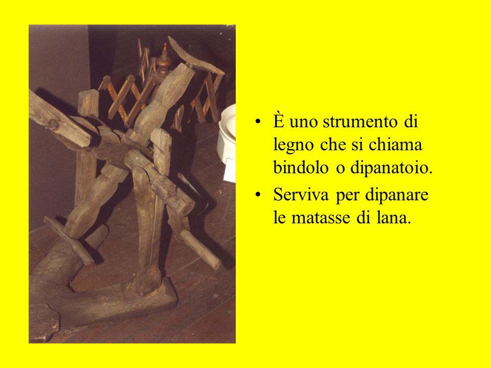È uno strumento di legno che si chiama bindolo o dipanatoio.
